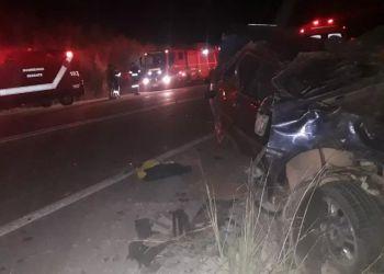 Acidente entre carro e caminhão deixa um morto na BR-381, em Naque