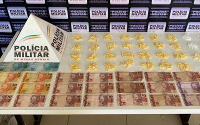 MAIS DE 300 PINOS DE COCAÍNA, PEDRAS DE CRACK E DINHEIRO SÃO APREENDIDOS PELA POLÍCIA
